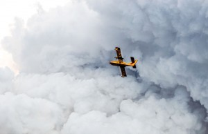 A GNWT water bomber heads through a thick cloud of smoke during control efforts on Wednesday evening.