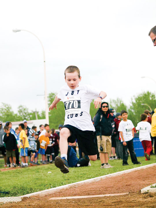 hay river track meet images