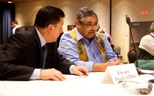 Akaitcho chief negotiator Don Balsillie confers with Yellowknives Dene First Nation Chief (Dettah) Ed Sangris